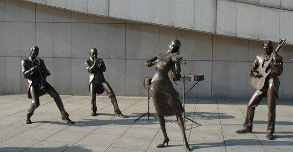 大兴安岭段铜雕塑